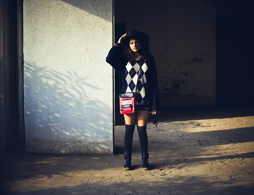 winter-diy-old-sweater-lampshading-look-resized-5