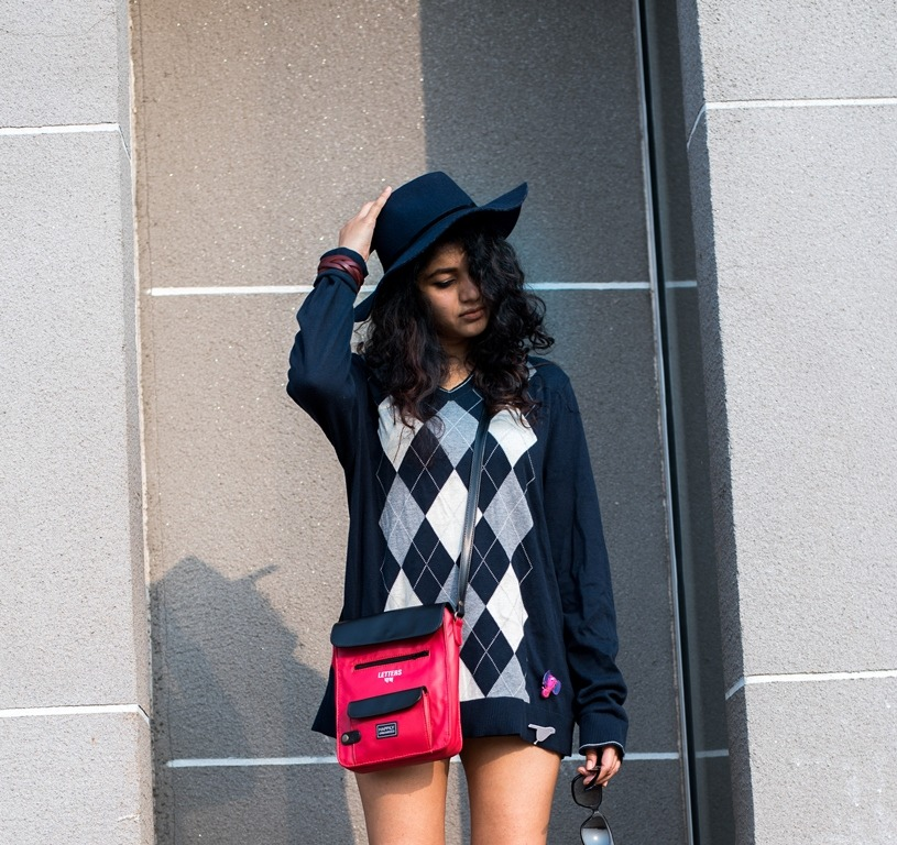winter-diy-old-sweater-lampshading-look-resized-8