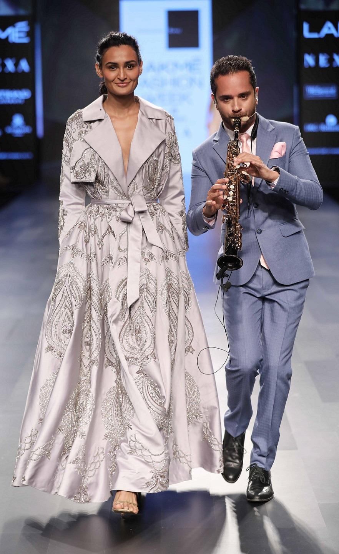 Showstopper Pooja Hegde and Singer Raghav Sanchar for Sonaakshi Raaj at Lakme Fashion Week Winter Festive 2017 2