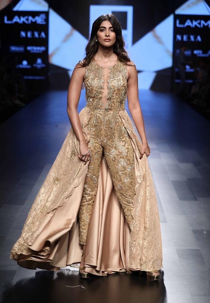 Showstopper Pooja Hegde for Sonaakshi Raaj at Lakme Fashion Week Winter Festive 2017 1