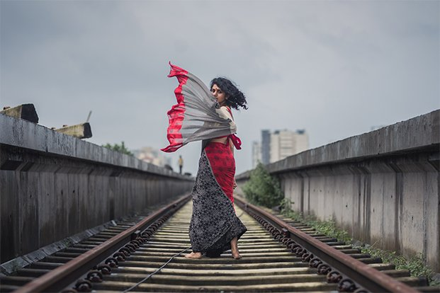 train tracks photoshoot saree 1