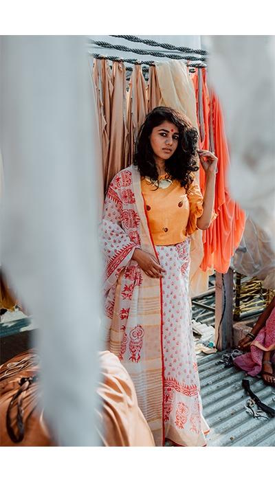 Dhobi ghat, Dhobi ghat mumbai, Dhobi ghat photoshoot, dhoby ghaut photoshoot, street photography mumbai, street fashion photography mumbai, saree style, content creator mumbai, content creator indian, fashion blogger in mumbai, indian fashion blogger, mumbai culture, pinkpeppercorn, sonal agrawal, kumbharwada dharavi