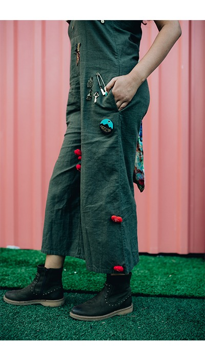 DIY jumpsuit brooches charms streetstyle